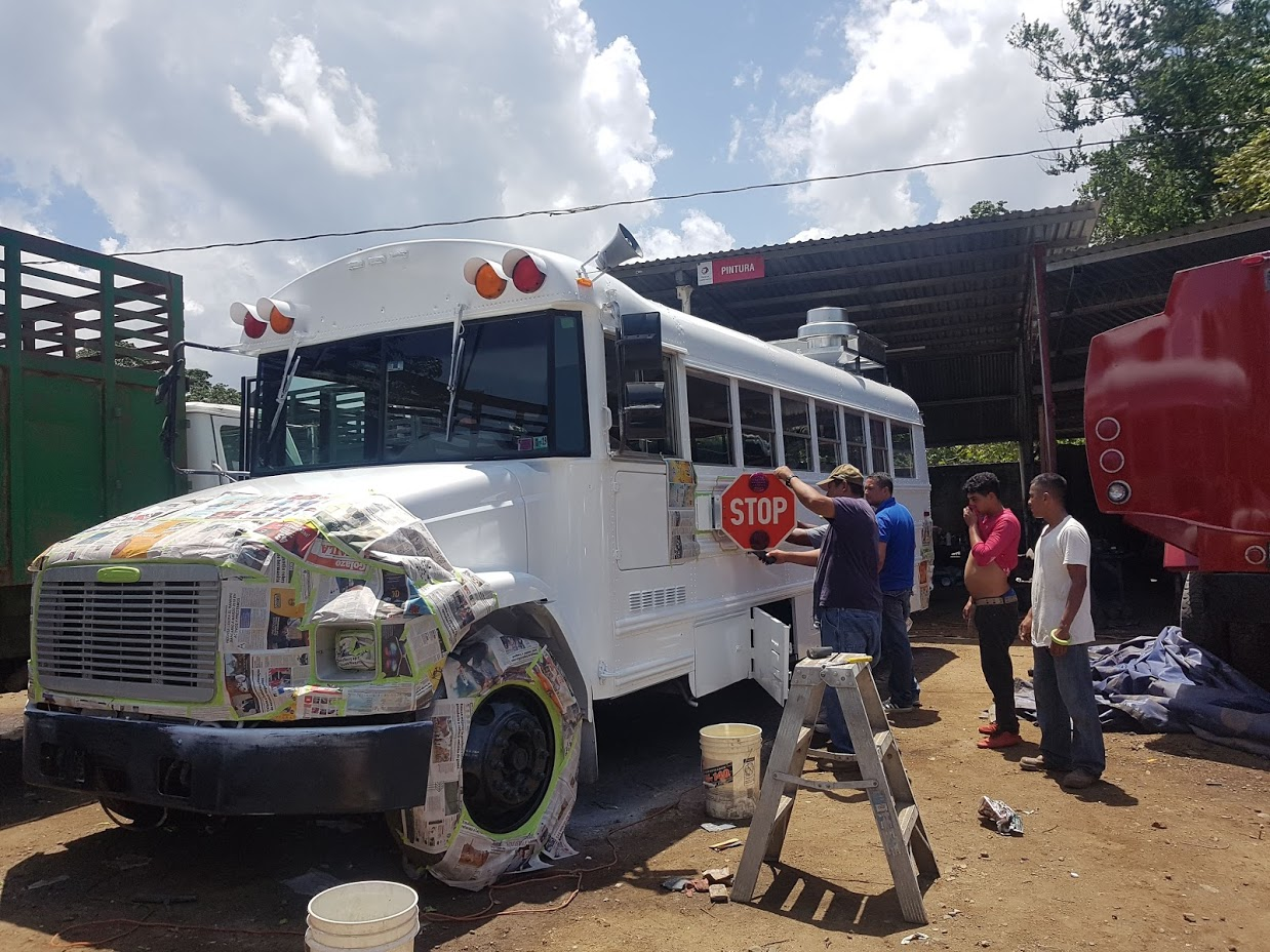 Foos Truck Solidario -pintura en Taller Escobar. Honduras. Fundación Verón.